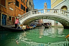 Venice Quick Overview: City Center Walking Tour with Local Guide