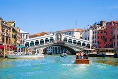 Hidden Venice Tour with Secret Gardens and Grand Canal Boat Cruise
