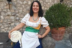 """Traditional cooking class with folkloristic welcome """"Tarantella Sorrentina"""""""