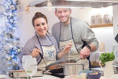 Cooking lesson for honeymooners