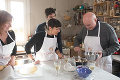 Private Pizza & Tiramisu Class at a local´s home with tasting in Posit
