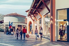 Brescia and Franciacorta outlet. Culture and shopping.