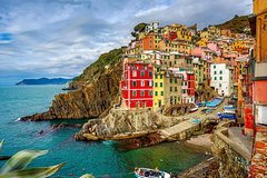 Small group tour: Cinque terre with leaning tower of Pisa.