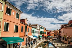 Full Day Tour to 5 Islands: Murano, Burano, Torcello, Vineyard tour & t