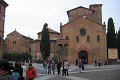 Private 3-hour Walking Tour of Bologna with private official tour guide