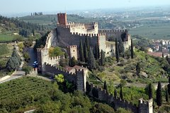 Soave: history and excellence in wines, in Verona hillside