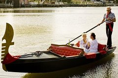 A private walking and gondola tour in Venice