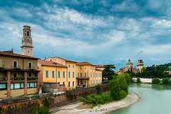 Private 2-hour Walking Tour of Verona with private official tour guide
