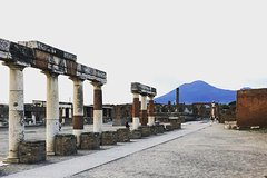 Private tour of Pompeii,Vesuvius with Lunch & wine tasting from Positan