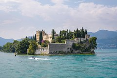 Water taxi to Isola del Garda with aperitif- Torri / Garda / Bardolino