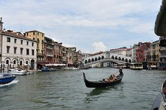 Venice Rialto Market Food Delicacies and Sightseeing Tour with a Native Gui