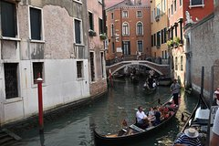 Venice Street Food and Sightseeing Small Group Tour with a Native Guide