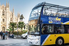Milan: Walking tour and City Sightseeing tour by bus with live guide