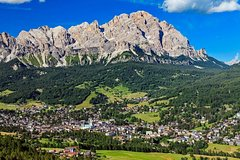 A day between the Dolomites mountains and Cortina dAmpezzo
