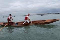 Gondolier for one day - rowing class (free tour to Murano included)