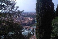 Green Verona: hidden courtyards & gardens - 3 hour private walking tour