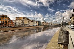 Pisa and Lucca Highlights Private Day Trip from Genoa Pier