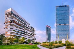 Porta Nuova & City Life private walking experience