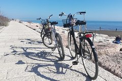 Discovery tour by bike on Lido Island, the beach of Venice