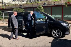 Arrival Private Transfer La Spezia to Genoa by Business or Luxury Vehicle