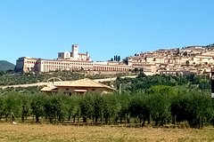 Transfer with stops: Siena - Assisi with stop in Montepulciano and Cortona