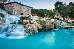 Saturnia and Picnic at sunset in the middle of the vineyards