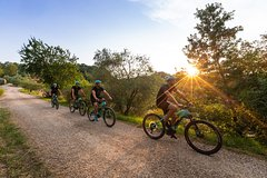 Ride through the hills of Tuscany!