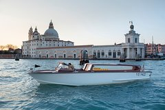Small-Group Transfer from City Center to Airport in Venice