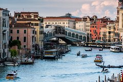 Private Full Day Tour from Milan to Venice with local tour guide and fast t