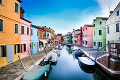 The Venetian islands: Murano, Burano and Torcello tour by private water tax