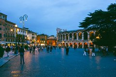 Semi-private Walking Tour of Verona-by-Night