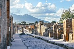 Positano, Sorrento and Pompeii in One Day with Expert Local Driver & Gu