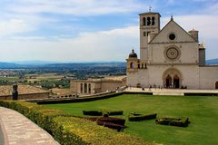 Religious Tuscany and Umbria with Lunch&WineTasting Fullday from Floren