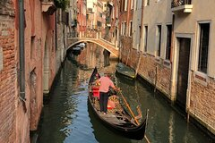 Venice: Private Walking Tour with Gondola ride