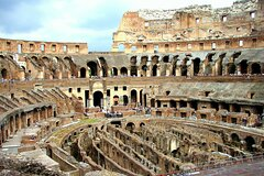 Skip the Line at Colosseum on a Small Group Guided Tour with Top Rated Guid