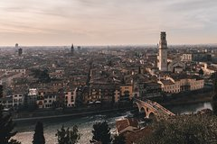 The romantic side of Verona (Fall in love again) - Private tour with a loca