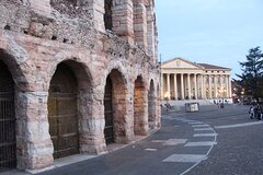 Private Full Day Tour from Milan to Verona with local tour guide and fast t