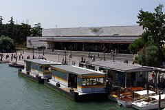 Private Boat Transfer from Venice Train Station to City Centre