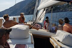 Small-Group Sailing Tour in Amalfi Coast with Aperitif