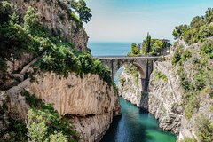 Discover the Amalfi coast between traditions, flavors and colors with a pri
