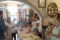 Private Pizza Making class in the vineyard with wine tour in Rome countrysi