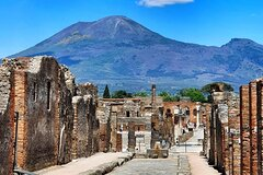 Pompeii and Vesuvius from Sorrento: Small Group with skip-the-line tickets