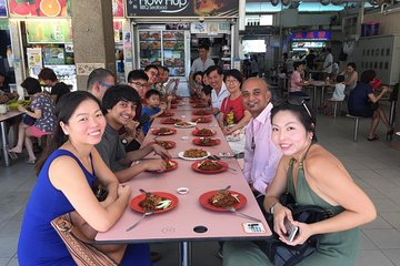 Small-Group Singapore Food Tour including a Michelin Vendor