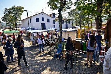 Private 4-hour Tour of Embu das Artes with Handicraft Market