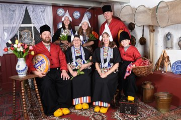 Photo Shoot in Dutch Traditional Costume in Amsterdam