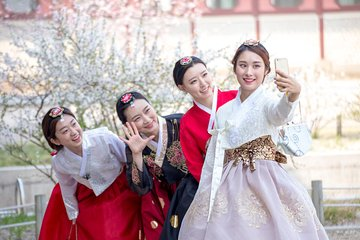 Gyeongbokgung Palace Hanbok Rental Experience in Seoul