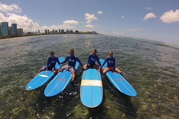 Surf HNL: Ala Moana Surf Lessons with Round-trip Transport