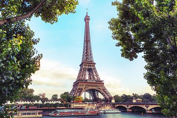 Skip the ticket desk line : Eiffel tower tour by elevator with Summit and cruise