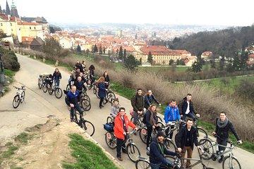 E-Bike Panoramic City Tour of Prague with Prague Castle Tickets