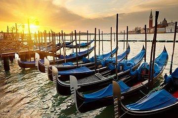 Classic 30-Minute Gondola Ride in Venice